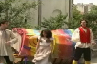 Bucurestiul de Rusalii: statui vii, hohote de ras si petreceri pana tarziu in noapte