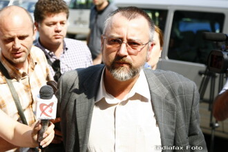 A inceput procesul avocatului acuzat ca a comandat uciderea nevestei sale. Pledeaza nevinovat
