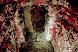Pereti vopsiti in rosu-sangeriu. Atmosfera macabra. GALERIE FOTO dintr-un mormant maya, neexplorat
