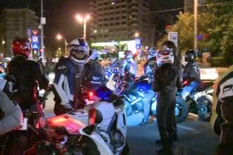 Prietenii motociclistului mort intr-un accident produs in Capitala s-au strans la locul tragediei
