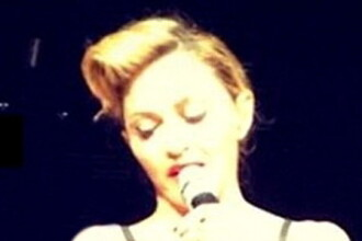 Zeci de mii de musulmani scandalizati de ce le-a aratat Madonna in timpul concertului. FOTO
