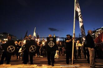 Neonazistii greci seduc un public tot mai mare. Sute de oameni participa la mitingul Chryssi Avghi
