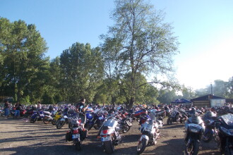 Motoare turate, tricouri ude, concursuri de baut bere. Sute de bikeri s-au reunit la Timisoara
