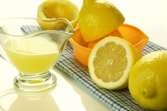 Racoreste-te cu o limonada. Uite cum sa scoti mai mult suc din citrice
