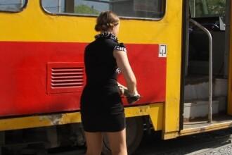 FOTO. Aparitie neasteptata la un depou de tramvaie din Rusia. Ce face aceasta tanara