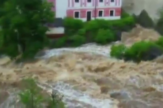 Stare de urgenta in 4 tari din Europa. Oficialii se tem ca Dunarea ar putea depasi nivelul din 2002