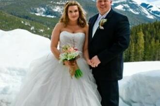 Nunta de 200 de dolari la care poti invita tot orasul. Cum au ajuns la moda casatoriile on-line