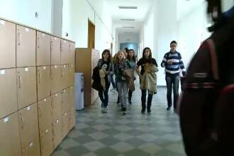 Zeci de elevi din Bihor risca sa nu mai mearga la scoala din cauza lipsei banilor de abonamente