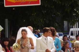 Cum a aparut la nunta o mireasa din Rusia.