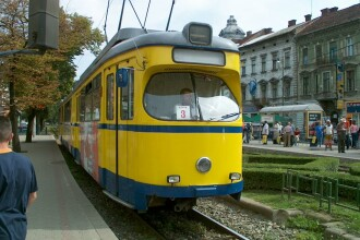 Circulatia tramvaielor din Arad, blocata jumatate de ora dupa ce un tramvai a lovit o masina.