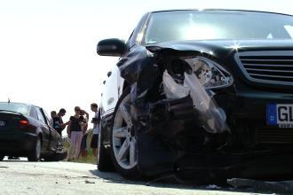 Accident pe drumul dintre Timisoara si Sacalaz. O fetita de sase luni si mama ei au ajuns la spital