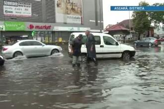 Primarul din Cernavoda: Toate magazinele din centru au fost inundate; zona centrala e plina de mal