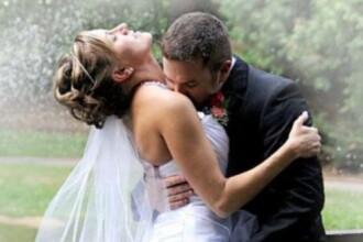 Momentul stanjenitor din timpul nuntii. Ce gest a facut mirele in fata invitatilor. FOTO
