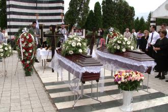 Cei doi soti din Timisoara care si-au pierdut viata in Muntenegru au fost astazi inmormantati. FOTO
