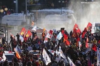 A doua zi de revolte in capitala Turciei. Politia a folosit gaze lacrimogene si tunuri de apa impotriva manifestantilor