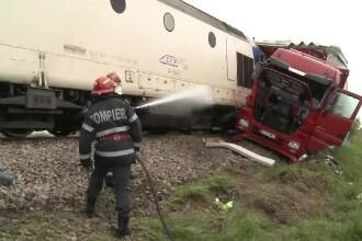 Un sofer de TIR a murit in Arad dupa ce nu a oprit la o trecere peste calea ferata. Camionul a fost lovit in plin de tren