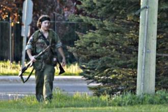 Teroare in Canada. Un barbat imbracat ca
