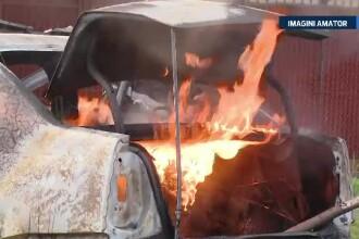 I-a ars masina complet si a ramas fara serviciu, dar si-a salvat casa. Masina unui taximetrist a luat foc in garaj