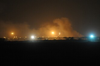 Atac terorist pe cel mai mare aeroport din Pakistan. Atacatorii au ucis 30 de oameni cu arme automate, bombe si grenade