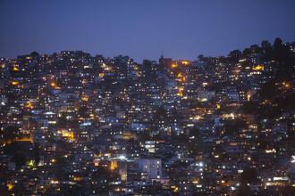 Adolescenta violata de 30 de barbati vorbeste pentru prima data. Autoritatile au descins in mahalalele din Rio de Janeiro