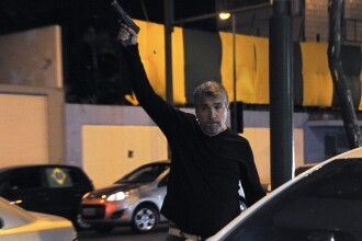 Un politist din Brazilia surprins in timp ce a tras focuri de arma in fata unor protestatari inainte de Argentina-Bosnia