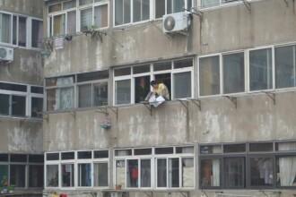 Interventie inedita a pompierilor din China. Un barbat care voia sa se arunce de la etaj a fost oprit cu un jet de apa