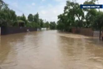 Localitatea din Dambovita, inundata pentru a sasea oara in ultimele luni din cauza unui canal de scurgere infundat