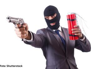 Teroristi cu PowerPoint care fac cereri de decont in 3 exemplare. Cum au devenit Al Qaeda si SIIL niste corporatii