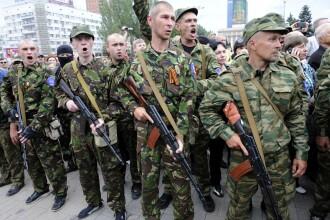 Criza in Ucraina. Rebelii prorusi au doborat un elicopter militar. Presedintele Porosenko ameninta cu anularea armistitiului