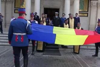 Ziua Drapelului. Sute de oameni au participat la procesiunea de Ziua Drapelului, desi multi habar nu aveau ce se intampla