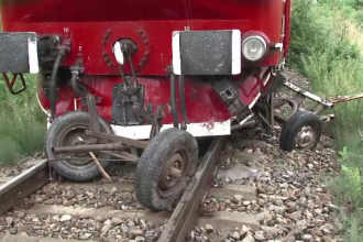 Accident pe calea ferata: O caruta a fost tarata 200 de metri pe sine. Un barbat a murit, altul este grav ranit