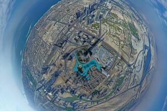 Selfie de pe varful celei mai inalte cladiri din lume. Un barbat si-a facut fotografii la 829 de metri inaltime. FOTO