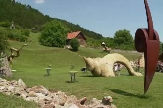 Sculpturi gigant, realizate doar din paie, decoreaza dealurile Clujului. Cum arata ineditul muzeu in aer liber