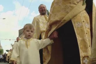 Crestinii-ortodocsi sunt in sarbatoare. Sute de oameni, la o procesiune in Cluj, pentru a marca pogorarea Duhului Sfant