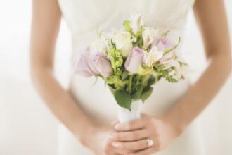 O mireasa a ramas paralizata dupa ce a fost saltata in aer si scapata din brate de nuntasi