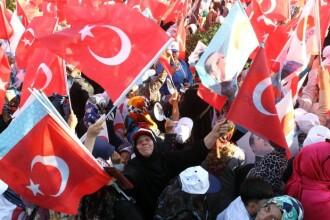 Proteste violente in Turcia. In jur de 50 de persoane au fost ranite in explozii, la mitingul principalului partid kurd
