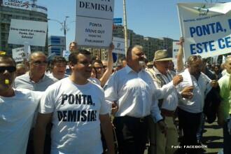 Sute de simpatizanti ai PMP au cerut demisia lui Victor Ponta, in strada. Unii protestatari ar fi fost bruscati de jandarmi