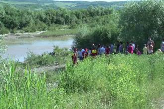 Un baiat de 15 ani s-a inecat in apele Somesului. Prietenul lui l-a provocat sa treaca raul, dar curentii l-au tras in jos