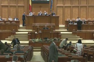 Motiunea de cenzura a PNL a fost citita in plenul Parlamentului: