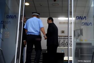 Ponta nu s-a dus la scoala, ca sa nu intarzie la politie. Cum a ratat fostul premier deschiderea anului scolar la Targu Jiu