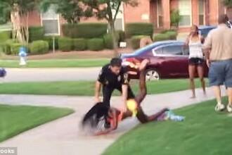 Politistul american, filmat in timp ce tranteste cu brutalitate o fata de 14 ani, in costum de baie, la pamant, a demisionat