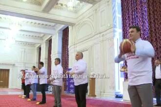 Belodedici si Danut Lupu i-au pus pe parlamentari sa faca sport. Sansa elevilor pentru 3 ore de educatie fizica pe saptamana