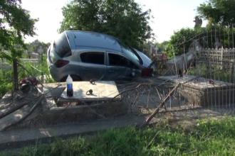 Un sofer a intrat cu masina intr-un cimitir, ranind un pensionar care venise sa aprinda o lumanare. Ce va pati tanarul