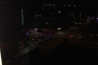 Focuri de arma langa sediul Politiei din Dallas, unde a fost gasita si o bomba. Un suspect a fost impuscat de lunetisti