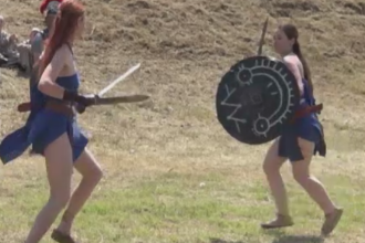 Lupte intre daci si romani, langa Galati. Spectatorii au fost uimiti de realismul bataliilor, dar si de gladiatoare
