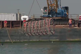 Premiera pentru Romania. Opt recife artificiale au fost scufundate sambata in zona cazinoului din Constanta