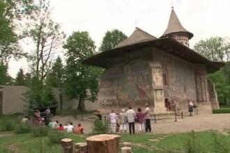 Ghidul specializat in turism religios, noua meserie din Romania. In ce constau cursurile de specializare