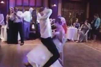 Momente jenante pentru o mireasa, la propria nunta. Ce i-a facut sotul ei incat a izbucnit in lacrimi. VIDEO