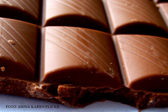 Ciocolata poate reduce riscul unui accident vascular cerebral. Cat de multa trebuie sa mancati zilnic