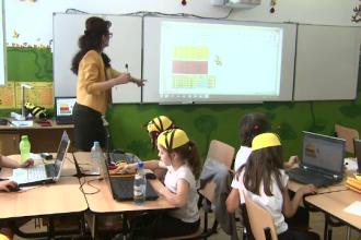 Scoala fara creta si burete, unde elevii invata de placere, cu laptopul in fata: